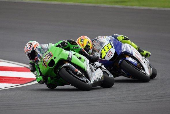 Schon 2007 kamen sich Rossi und West in Valencia in die Quere - Foto: Kawasaki