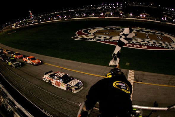 Der erste Sieg des Jahres. - Foto: Sam Greenwood/Getty Images for NASCAR
