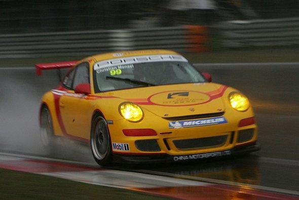 Christian meisterte den Regen. - Foto: Porsche