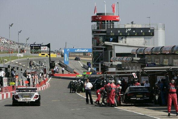 So sieht die Boxengasse in Brands Hatch aus - Foto: DTM