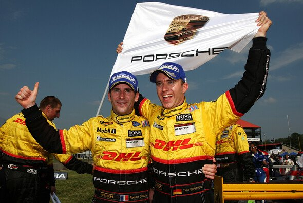 Timo Bernhard & Romain Dumas sicherten die Titel. - Foto: Porsche