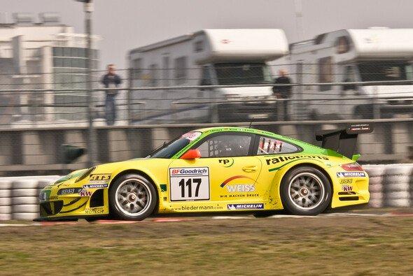 Der Manthey Porsche auf dem Weg zum Sieg - Foto: MPA