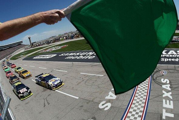Start zum drittletzten Saisonrennen - Foto: NASCAR