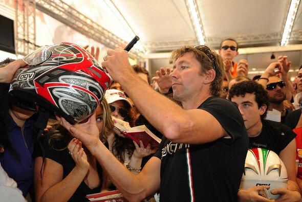 Troy Bayliss ist auch nach Karriere-Ende eine Ikone. - Foto: Ducati