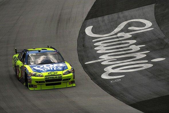 Mark Martin auf dem Weg zur nächsten Pole - Foto: NASCAR