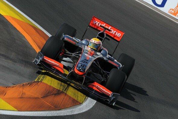 Lewis Hamilton peilt den zweiten Sieg in Serie an. - Foto: Bridgestone