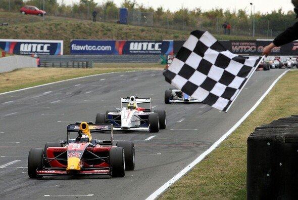 Mehr Rennen, mehr Power, mehr Fahrer - die Formel 2 2010. - Foto: Formula Two