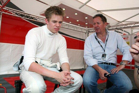 Formel-2-Pilot Alex Brundle mit seinem berühmten Vater Martin - Foto: Formula Two