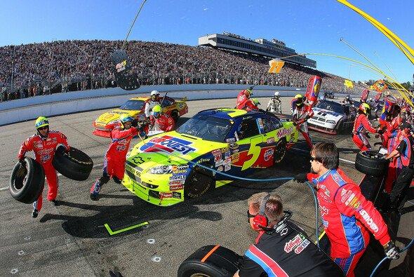 Perfekter Boxenstopp von Mark Martin - Foto: NASCAR