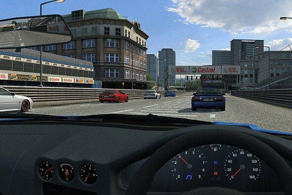 Eine der möglichen Darstellungen auf mehreren Monitoren - Foto: Live for Speed