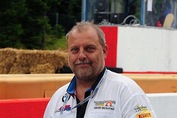 Josef Hofmann stand Motorsport-Magazin.com Rede und Antwort über die bevorstehende Saison 2010 in Superbike WM, IDM und Stocksport 1000-Cup mit BMW.