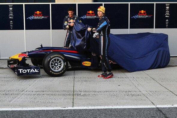 Vettel und Webber enthüllen den RB6, Version 1 - Foto: Red Bull