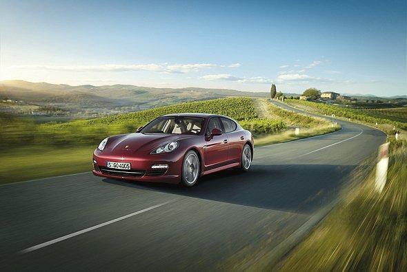 Nach dem erfolgreichen Marktstart baut Porsche die Panamera-Familie zügig weiter aus.