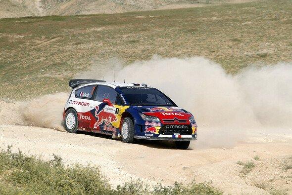 Loeb liegt aktuell in Jordanien in Führung - Foto: Red Bull/GEPA