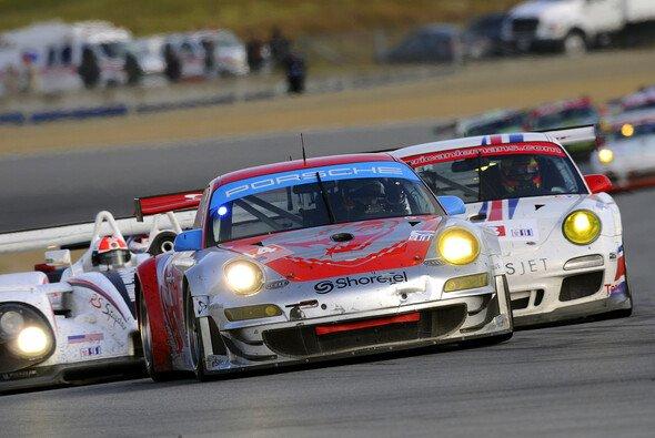 Die Porsche-Fahrer kommen als Spitzenreiter an den Großen Salzsee. - Foto: Porsche