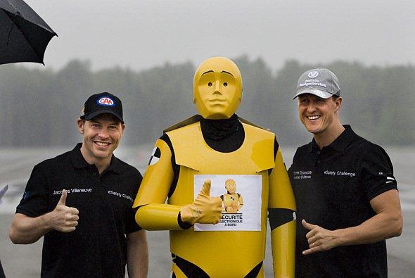 Gemeinsam für eine gute Sache: Jacques Villeneuve und Michael Schumacher machen sich für Sicherheit im Straßenverkehr stark - nun nimmt der Kanadier seinen Ex-Rivalen in Schutz