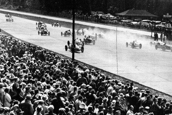 Die Geschichte des Nürburgrings: Höhen und Tiefen - Foto: Mercedes-Benz