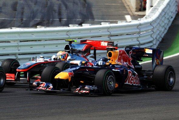 Wer hat am Ende die Nase vorne: McLaren oder Red Bull? - Foto: Red Bull/GEPA