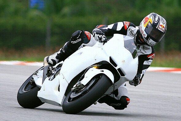 Jonathan Rea durfte in Sepang die RC212V von Honda vier Tage lang testen.