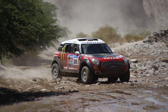 Nach dem Einsatz bei der Dakar 2011 entwickelte X-raid den Mini All4 Racing für die anstehende Dakar umfangreich weiter