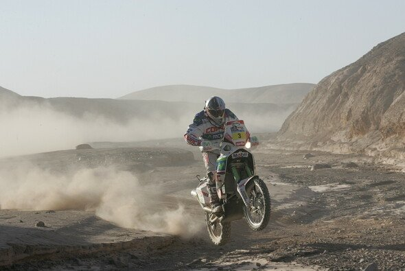 Wer Rennen fährt, kennt die Risiken. Wer Rennen in der Wüste fährt, kennt die Risiken erst recht - Foto: Maindru Photos