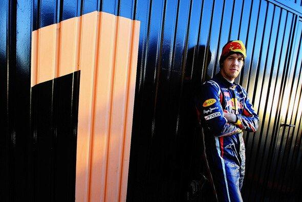 Sebastian Vettel sorgt aufgrund seiner Ferrari-Aussagen für Gerüchte - Foto: Red Bull/GEPA
