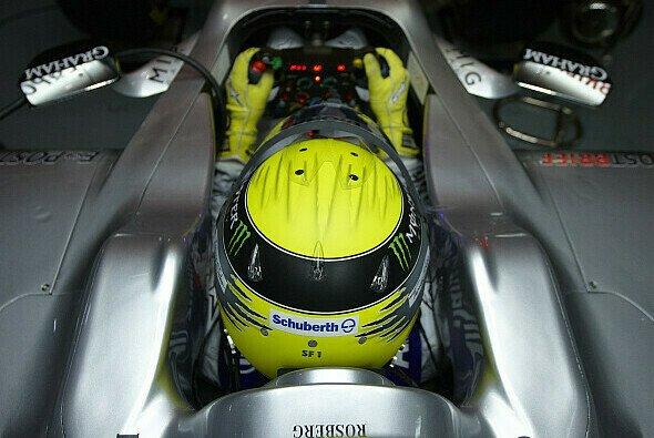 Nico Rosberg gab im Simulator Gas - Foto: Mercedes GP