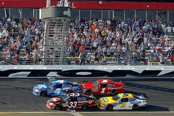 Tony Stewart sicherte sich per Foto-Finish den Sieg beim Nationwide-Rennen in Daytona