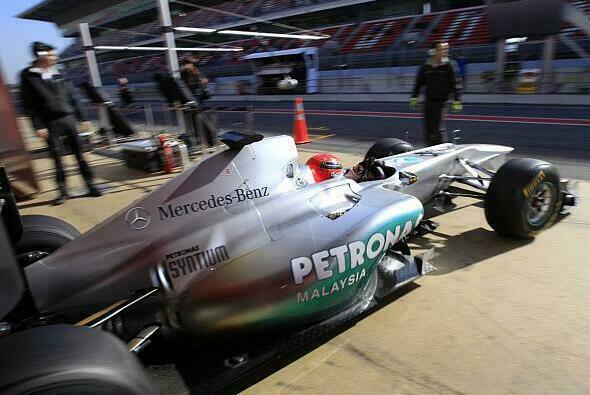 Michael Schumacher und Mercedes reisen am 9. März wieder nach Barcelona - Foto: Mercedes-Benz