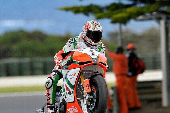 Max Biaggi donnerte im ersten Qualifying der World Superbikes in Donington auf Rang eins - Foto: Aprilia