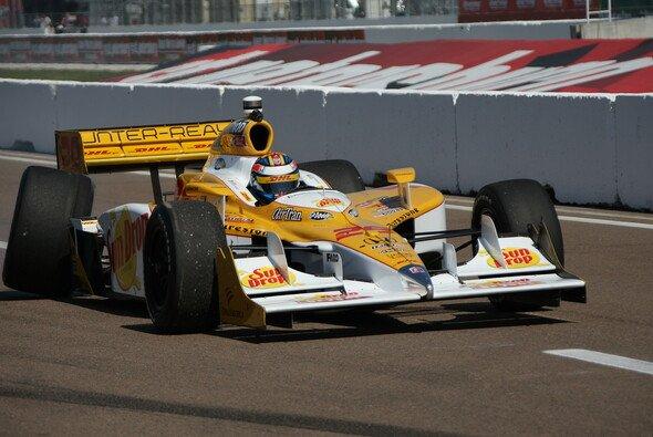 Leicht demoliert: Glückspilz Ryan Hunter-Reay kam mit dem Schrecken davon und darf doch noch in Indy fahren - er übernimmt das Auto von Bruno Junqueira