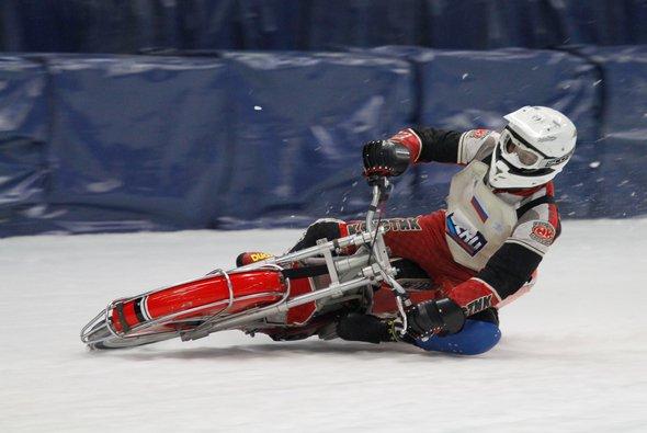 Eisspeedway hilft gegen winterliche MotoGP-Entzugserscheinungen - Foto: adrivo sportpresse/Gusche