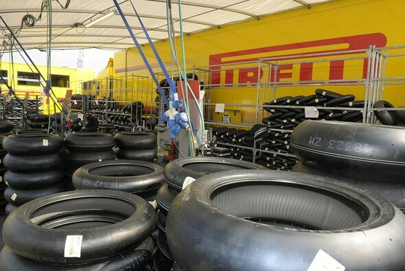 Max Biaggi testet in seiner kommentarfreien Zeit für Pirelli