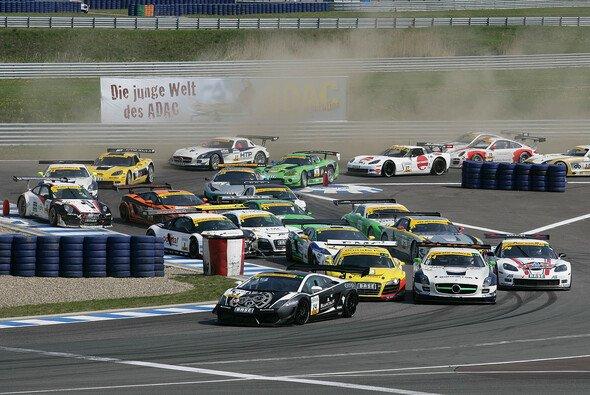 Das Starterfeld des GT Masters setzt sich schon Ende März in Bewegung