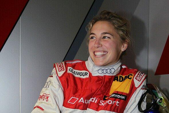 Rahel Frey kam heil und nervös ins Ziel - aber mit einem Lächeln - Foto: Audi