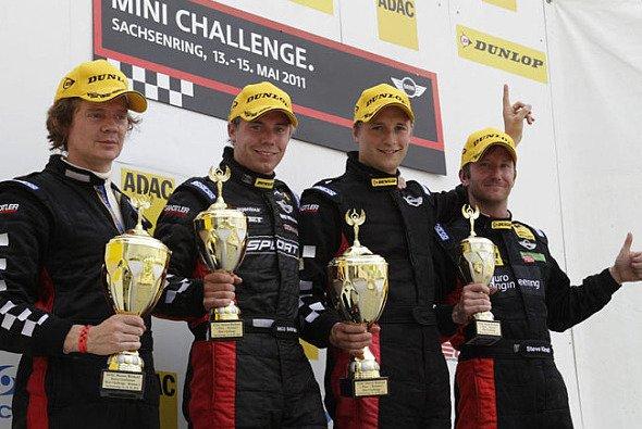 Fredrik Lestrup freute sich sehr über seinen ersten Sieg - Foto: Mini Challenge