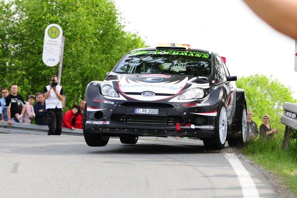 Felix Herbold und seinem Beifahrer Michael Kölbach freuten sich über den Sieg
