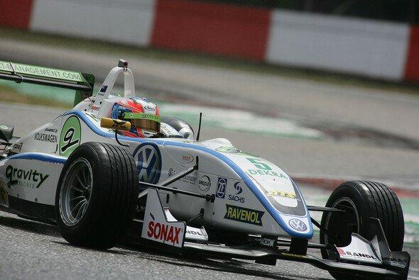 Richie Stanaway dominiert in seinem ersten Jahr im F3 Cup - Foto: Formel 3 Cup