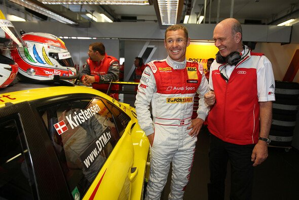 Tom Kristensen hatte nach dem Training in der Lausitz gut Lachen - Foto: Audi