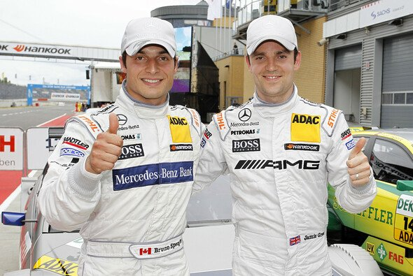 Das komplette Mercedes-Benz DTM Team gibt sich die Ehre - Foto: DTM
