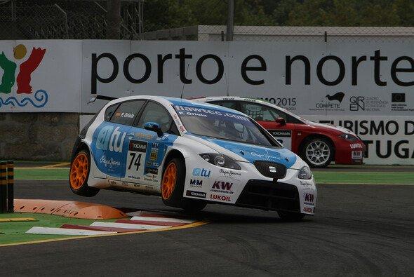 Pepe Oriola wird auch 2012 einen Seat pilotieren