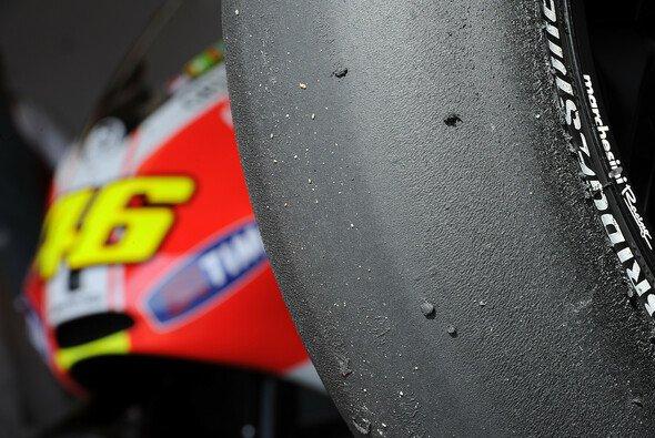 Valentino Rossi wird auch in Zukunft bei den Straßenreifen von Bridgestone mitarbeiten