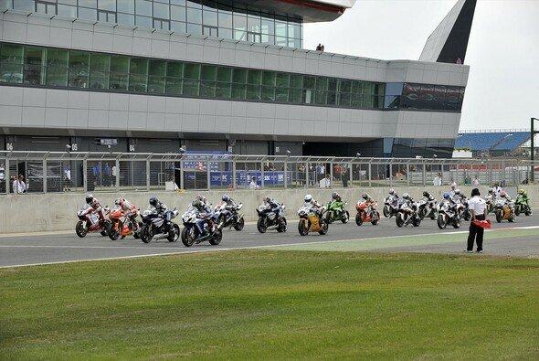 Die Superbike-WM darf auch aus juristischer Sicht zur Unternehmens-Gruppe des MotoGP-Besitzers gehören - Foto: WSBK