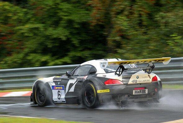Das BMW Team Schubert hat den VLN-Saisonauftakt unter widrigen Wetterverhältnissen gewonnen