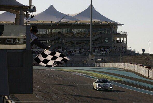 Rene Rast hat den Saisonabschluss des Porsche Supercup gewonnen