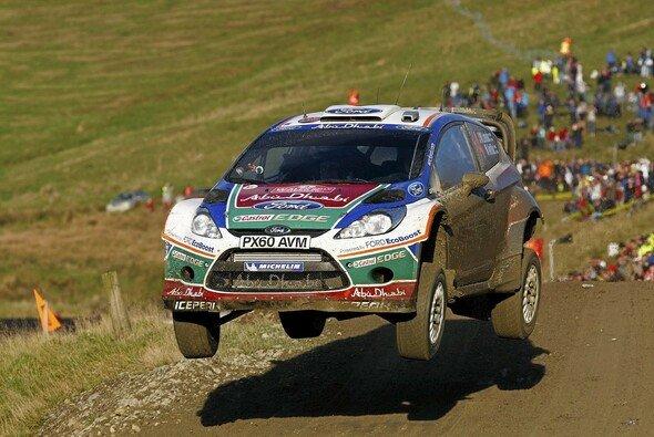 Jari-Matti Latvala konnte nach seinem ersten Sieg Freudensprünge machen - Foto: Ford