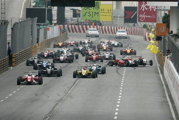 Alle Jahre wieder viel Edelschrott: In Macau krachte es auch 2011 wieder von Beginn an