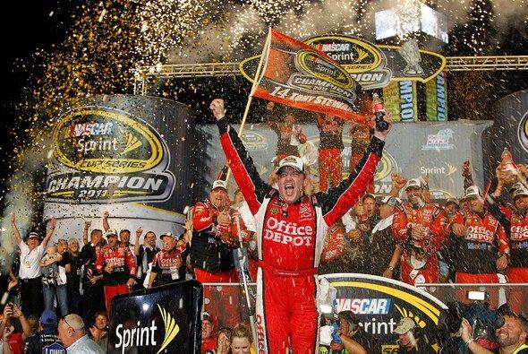 Tony Stewart feiert seinen dritten NASCAR Sprint-Cup-Titel