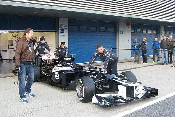 Williams tritt beim Auftakt in Jerez mit altem Auto in neuem Gewand an