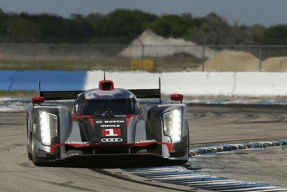 Ein Audi R18 beim Zwölf-Stunden-Rennen von Sebring 2012